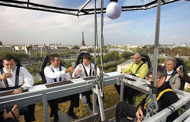 Dinner in the sky a Parigi
